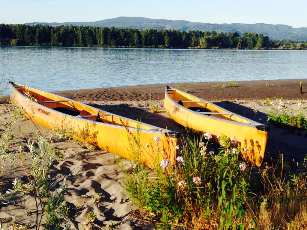 wenonah-encounter-canoes-on-the-columbia-river-july-2015-paddle-people