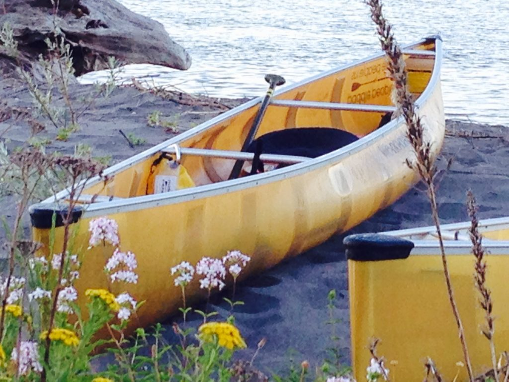 wenonah-encounter-canoes-with-flowers-on-columbia-river-paddle-people