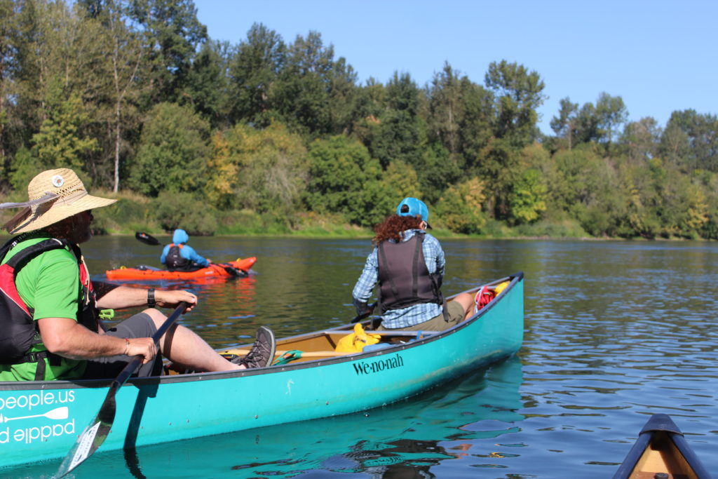 wenonah-spirit-2-canoe-on-willamette-river-oregon-paddle-people-2