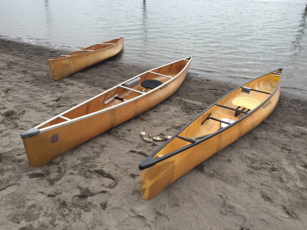 wenonah-voyager-canoes-on-beach-at-vancouver-lake-april-2016-paddle-people-2